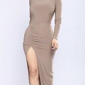 Super fin kjole fra Fashion Nova ♡  Aldrig brugt...  Afhentes i Kolding