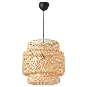 Helt ny og ubrugt Sinnerlig lampe fra IKEA. Kun taget ud af boksen (som jeg ikke længere har).   Lampen er desværre lige stor nok til mit soveværelse.   Sender ikke.   Billedet er fra IKEAS hjemmeside.