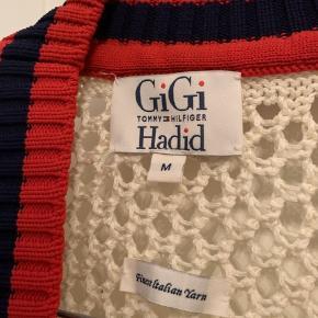 Sælger denne cardigan fra Gigi Hadids samarbejde med Tommy Hilfiger