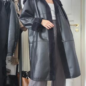 Vintage læderlignende jakke med blødt for