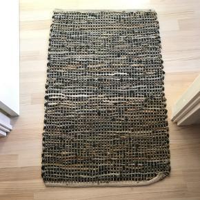 Tæppe i 90% læder og 10% bomuld   60x 90 cm  Byd gerne  Bud gerne