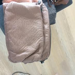 Sød lille taske fra depeche. Nypris 500, aldrig brugt