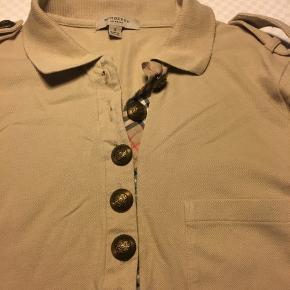 Lækker Burberry bluse størrelse S.... Brugt, men velholdt....