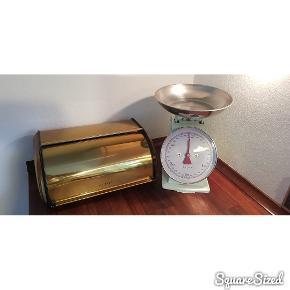 Messing farvet brødkasse og lyseblå køkkenvægt fra mærket Plint.  Er kun let brugt. Fremstår super pæne. Sælges gerne samlet - ellers byd!  Afhentes i Svendborg eller sendes mod betaling med DAO