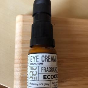 Eye creme øjencreme UDEN parfume. 10 ml. Forseglingen er ikke intakt, men den er helt ny, dog testet et enkelt pump.   93,- + fragt kr. 37,- med Dao.  Bytter ikke.