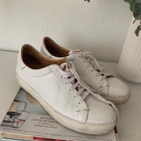 Malene Birger sneaks - med enkelte brugstegn.  Sælges kun fordi jeg må erkende de er for store.  De er str 40 men store i str så svarer mere til en 41 🥳