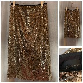 Smuk Stella Nova paillet nederdel i guld str M - aldrig brugt! Købspris 1000 kr Sælges for 350 kr som er med forsendelse