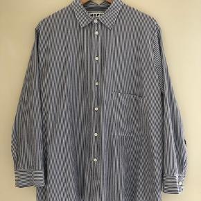 Hope skjorte i størrelse 38. Er kun brugt et par gange 😊