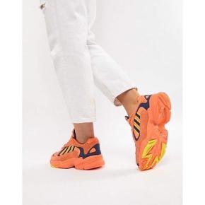 Sælger mine fede Adidas Yung 1 🧡. De er brugt minimalt og er i så flot stand. De kan sendes i original kasse. De er plejet og passet på. De er i str 38 og måler 23,5 cm i indvendig sållængde.  De er de perfekte sneakers til efteråret 🍁🍂. #trendsalesfund