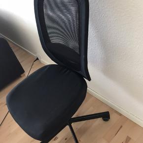 Kontorstol fra IKEA. Underlag følger med.