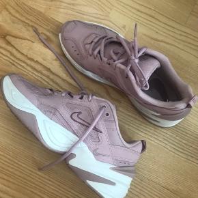 Sælger disse Nike sneakers da jeg ikke får dem brugt. Byd ☀️
