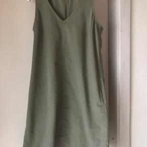 Skøn kjole i lys khaki