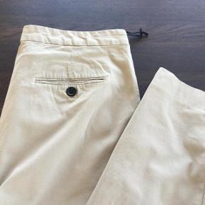Graumann Rita i forår/sommermodellen i 97% bomuld og 3% elastan.   Vasket 2-3 gange. Bytter ikke.