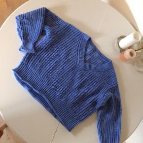 Sweater (ikke uld) fra H&M. Er lidt nulret, som denne slags hurtigt bliver men ellers i god stand