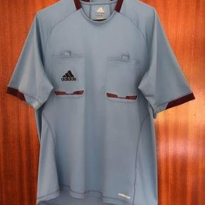 Adidas blå sportsbluse m to lommer med  lilla kant. Str L
