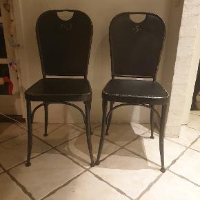 Super fede stole i sort jern. 6 stk.  Giver en skøn stemning i hjemmet.