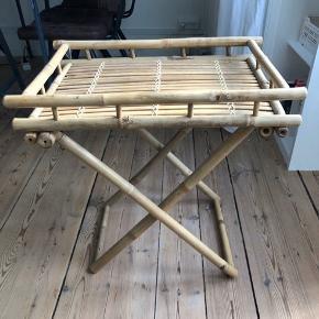 Bakkebord fra Lene Bjerre 60 x 60 x 40  Fremstår i flot stand. Afhentes på Frederiksberg