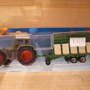 Traktor med anhænger Traktor fra siku Har aldrig været brugt, men emballagen er gået i stykker  Nypris 50kr. Porto 33 kr