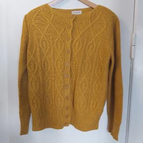 Sweater/cardigan fra mkm knitwear. Brugt få gange. Aldrig vasket.