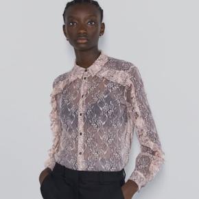 Smuk ubrugt skjorte.