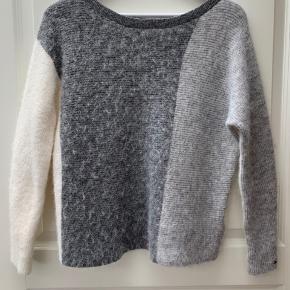 Jeg sælger denne Tommy Hilfiger sweater da jeg ikke får den brugt. Kun prøvet på. BYD