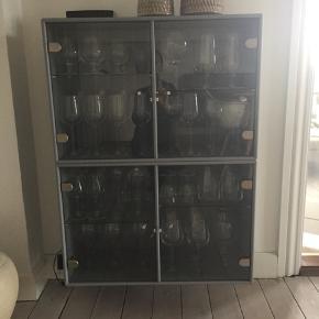 2 fine Montana reoler - glaslåger og hylder - indbygget lys Sender kun for købers regning