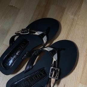 Burberry sandaler