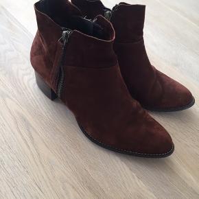 Lækker støvle i den smukkeste brændt brune farve.. super comfort Sender gerne med dao på købers regning