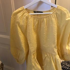 Super fin gul bluse, sælger da jeg ikke får den brugt! 💛 BYD gerne