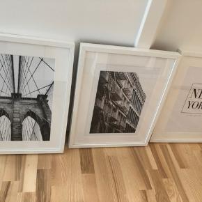 Rigtig fine plakater fra Desenio i rammer fra IKEA. Det hele er købt i 2018. Ny pris pr ramme 60kr, priser på plakater omkring 100kr pr styk fra ny. Sælges samlet. Fejler intet. Afhentes i Aalborg C. Størrelse på rammer er 30x40 cm, plakater på 21x30 deri.
