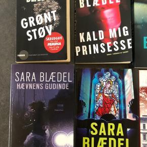De første 9 bøger med forskellige titler af Sara Blædel  Grøn støv er der nogle løse blade  Rigtig gode bøger