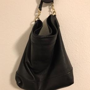 Rigtig flot taske, med kvittering.