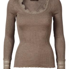 Rosemunde bluse med blonde  Str xs/s Np 499 Mp 250 Brugt enkelte gange