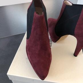 Klassisk støvle. Sendes i original æske