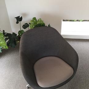 Skøn grå stol fra HAY med metal ben, model: AAL 81, Loungestol  SÆLGES HURTIGST MULIGT, BYD