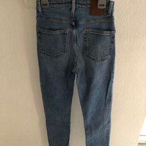 Rigtig fin jeans fra Weekday str. W24 L30 Er brugt få gange.