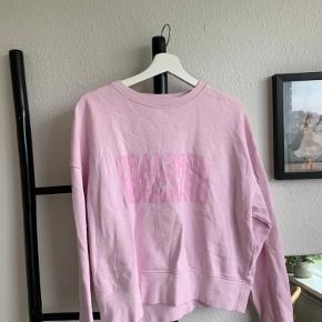Sweatshirt fra Mads Nørgaard  Str S  Brugt få gange  Er lidt krøllet på billedet 300kr ellers byd
