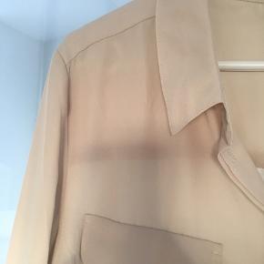 Beige skjorte i let materiale