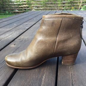 Små skader i hælen men ellers behagelige sko