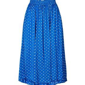 Skøn nederdel fra Lolly's, så smuk 💙😍 Sprit ny/ aldrig brugt og stadig med mærker da jeg ved en fejl fik købt den i forkert str 🤷🏻♀️