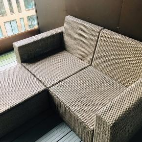 IKEA SOLLERÖN outdoor furniture   2 person modular sofa and footstool, brown 2-pers. modulopb. sofa og tabouret, brun  All in excellent condition (purchased summer 2018) with immaculate and super comfortable white cushions.   All for 1000kr (new price is over 3500kr)  Come pick up in Nordhavn. All comes apart in sections.   https://www.ikea.com/dk/da/p/solleroen-2-pers-modulopb-sofa-ude-brun-froesoen-duvholmen-beige-s39252370/  https://www.ikea.com/dk/da/p/solleroen-taburet-ude-brun-40373615/un
