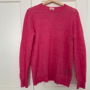Super flot pink strik i str. XS. Stor i størrelsen . Brugt 1 gang og aldrig vasket. Byd gerne.