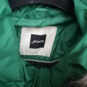 """❄Winter is coming ❄  Grøn Jensen vinter jakke str. 40. Med aftagelig """"pels"""" krave   🌞 Se også mine øvrige varer🌞  Ved evt. køb af flere varer, så skriv til mig inden du vælger """"Køb nu"""" funktionen.  Så laver jeg en speciel """"pakke"""" til dig med """"Køb nu"""" og du har kun en porto 🌞"""
