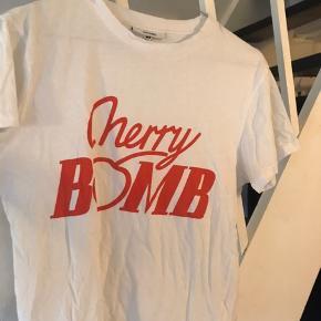 Ganni t-shirt med print  Cherry bomb  #30dayssellout