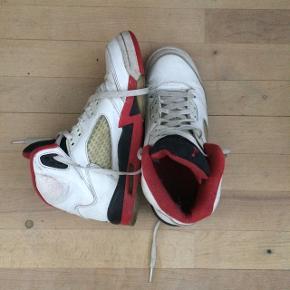 Jordan 5   Størrelse 38  Ny pris var omkring 1400kr  Kontakt mig gerne for mere information:)