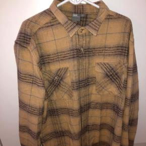 Brun/beige mønstret jakke/skjorte fra ASOS i str. XXL.  Cond: 9/10  np: 360,-  mp: 100,-