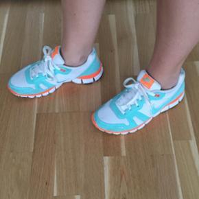 Nike løbesko i str 40. Men lille i størrelsen (25,5 cm)