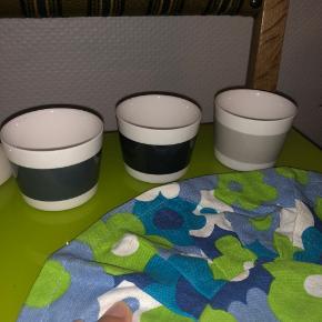Blandet bolig ting.  Mette ditmer 3stk kan evt bruges til fyrfadslys.  2stk glas med bambus om.  Indsats til brødkurv  3stk porcelæns vase hjerter, kan hænge på væggen .