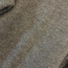 Lækker grå strik i str. xl fra Noa Noa - brugt og har lidt fnuller, ellers fin. Nypris 900 kr.