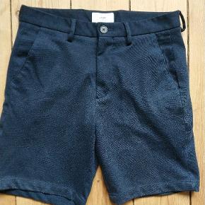 Et par fantastiske shorts som blot er levet for små. De er brugt en del og fnuller lidt derfor den lave pris. Kostede 499 kr. Fra ny